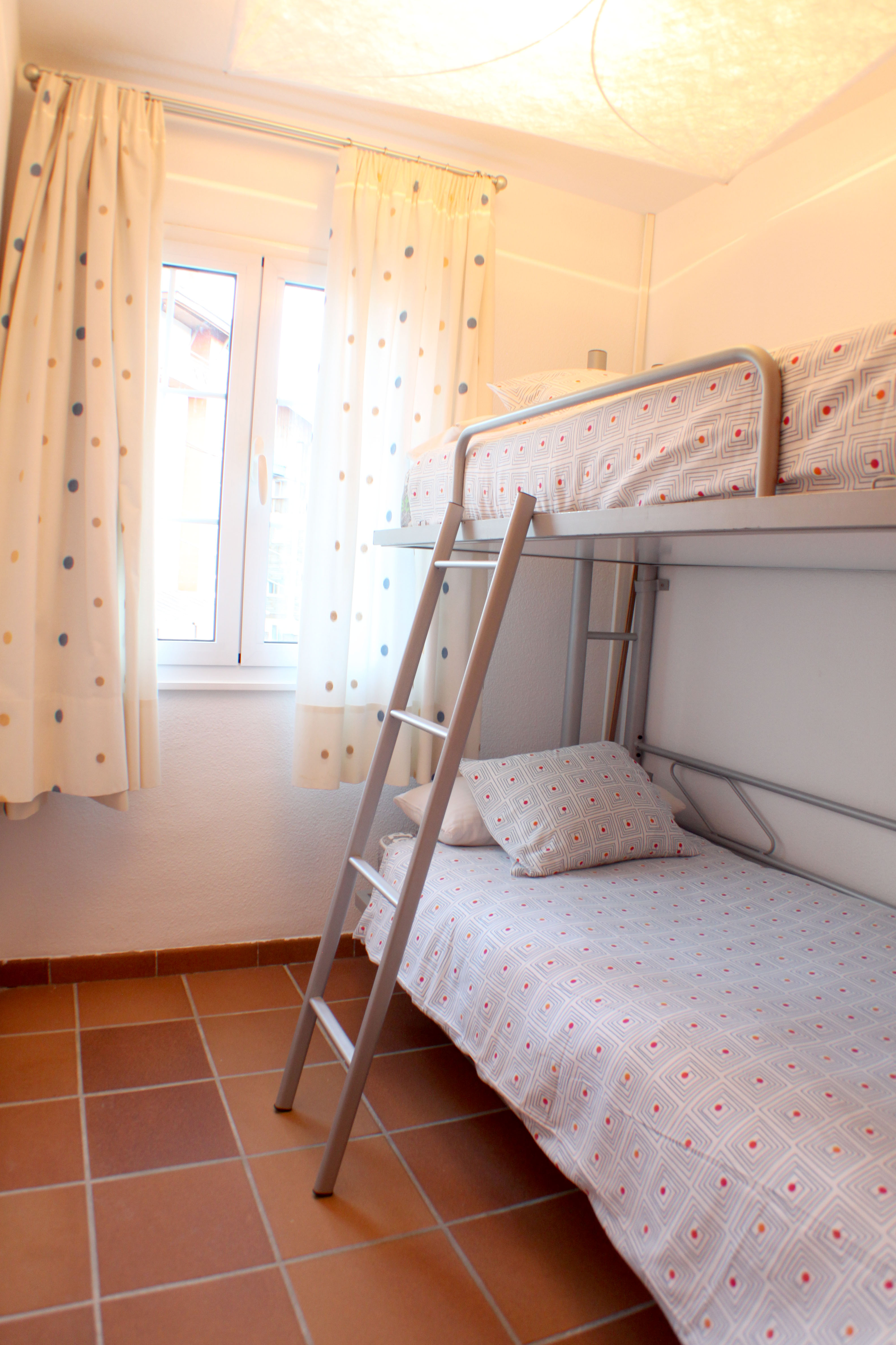 Dormitorio con literas abatibles